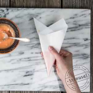 Spritztüte / Papier-Cornet falten (zum Torten, Lebkuchen oder Kekse dekorieren)