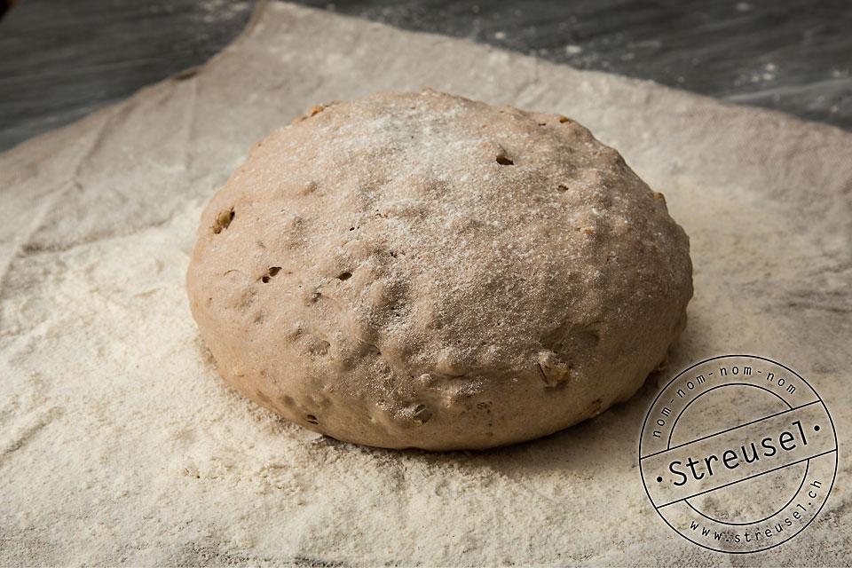 Brot Gare auf Leinentuch