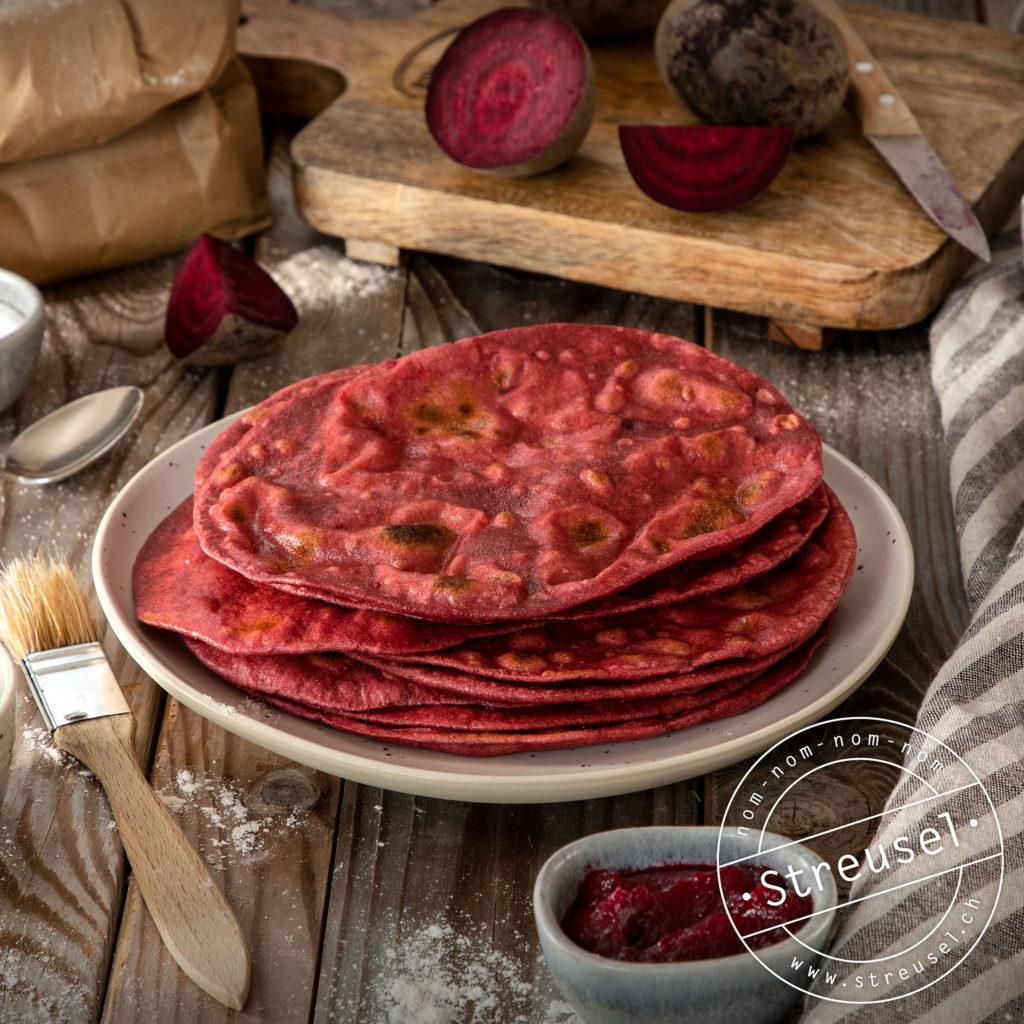 Rezept für selbst gemachtes, rotes Randen-Fladenbrot.