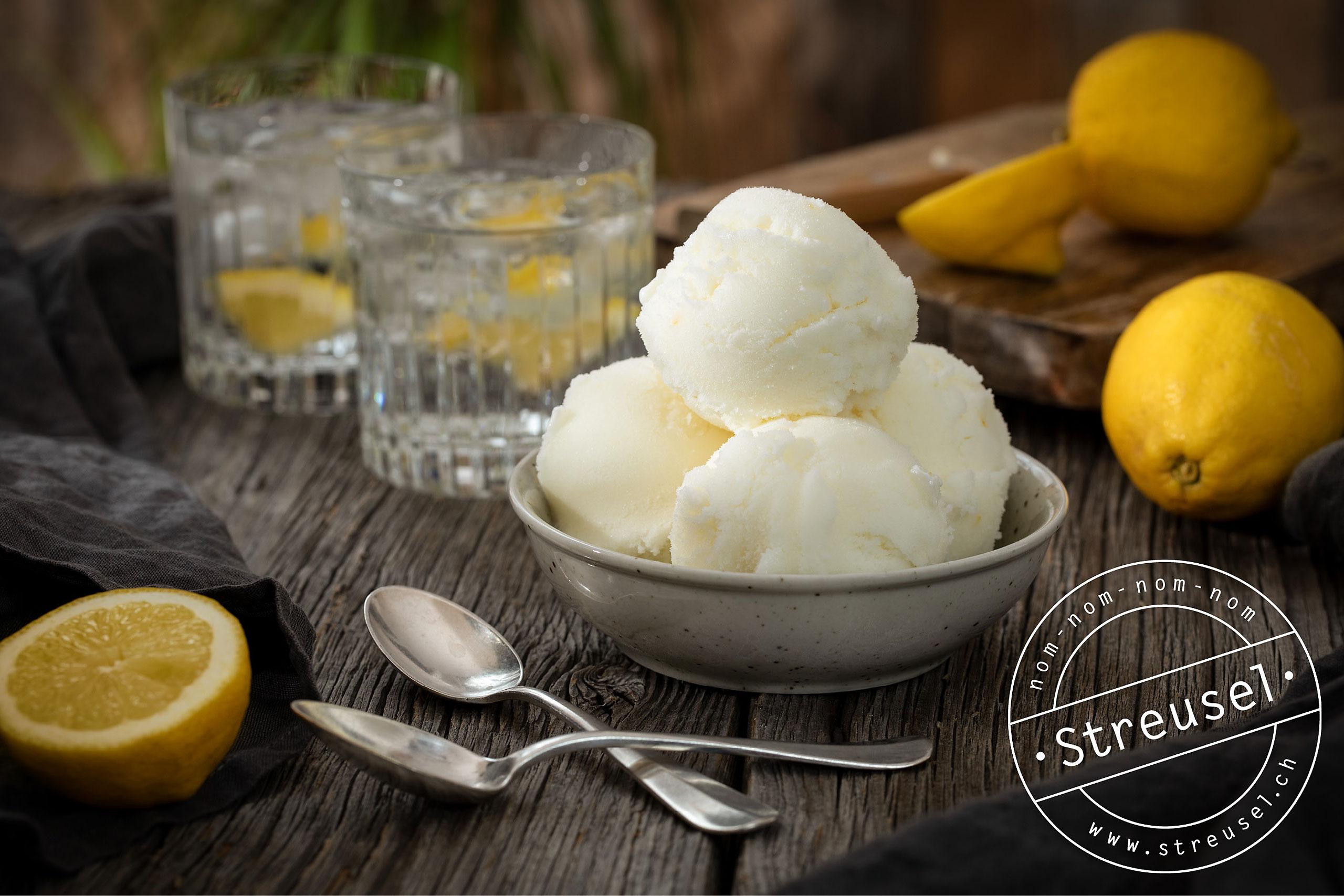 Rezept für selbst gemachtes Zitronen-Joghurteis.
