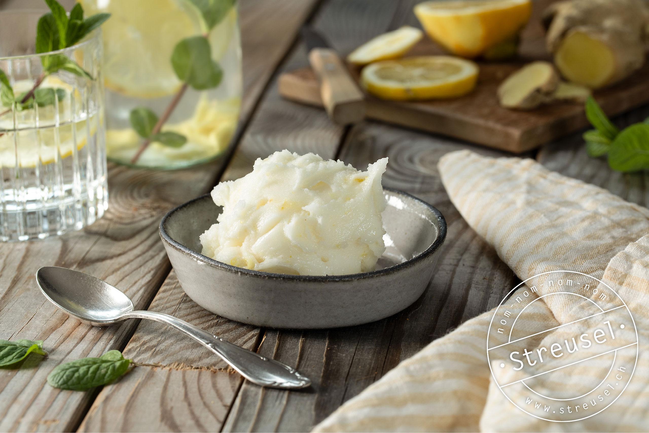 Rezept für selbst gemachtes Zitronensorbet / Zitroneneis.
