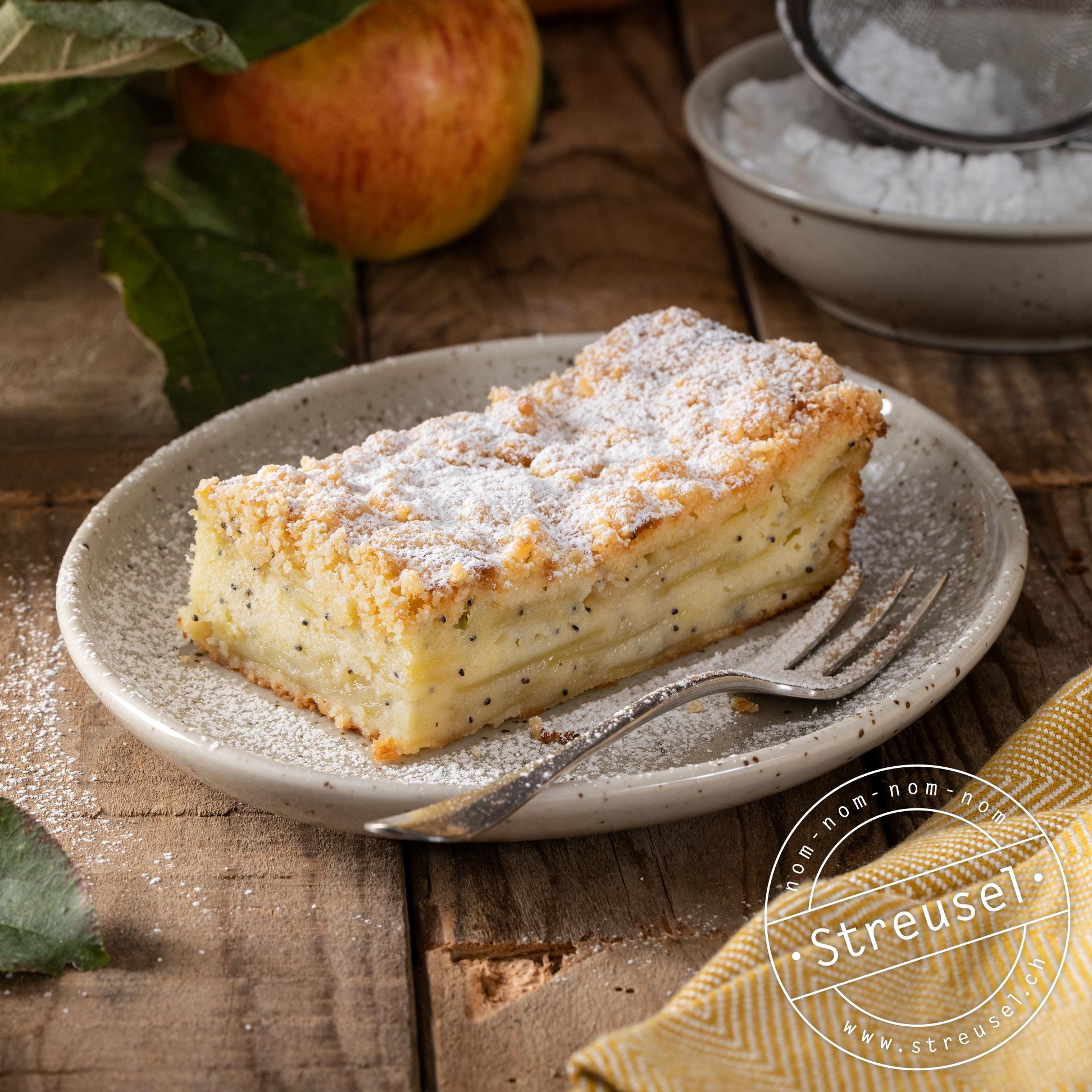 Rezept für selbst gemachte Apfel-Streuselschnitten / Apfel-Streuselkuchen.