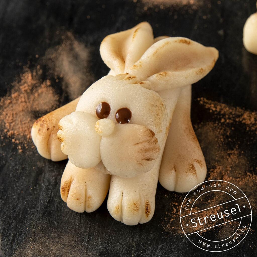 Rezept für selbst gemachte Marzipan-Osterhasen.