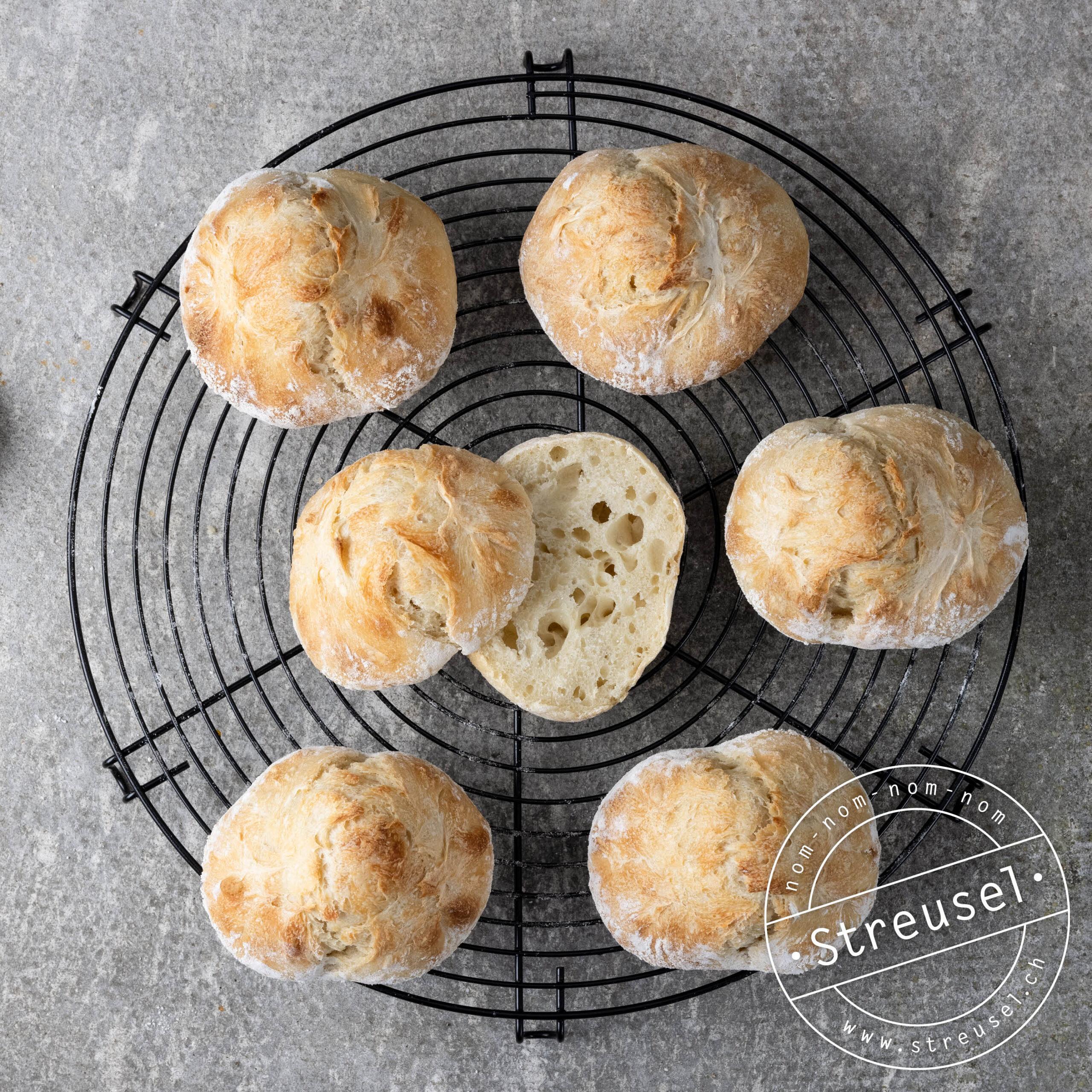 Rezept für selbst gemachte Dinkel-Brötchen / Dinkel-Bergspitzen mit Übernachtgare.