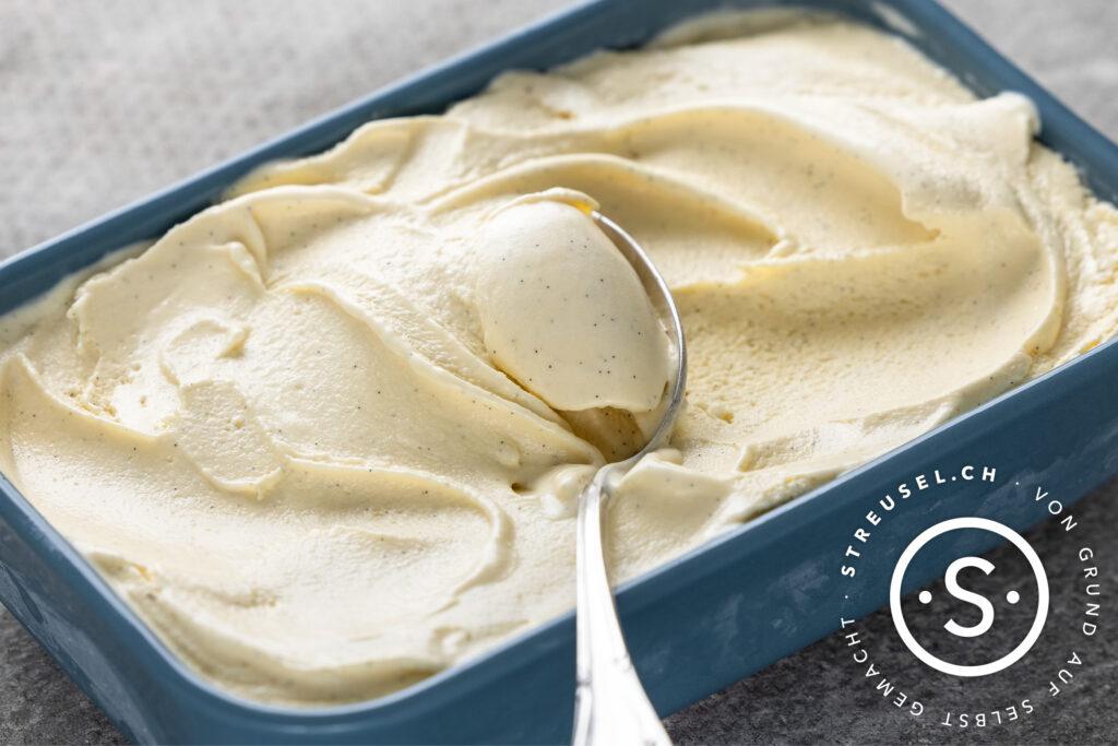 Rezept für selbst gemachtes klassisches Vanilleeis.