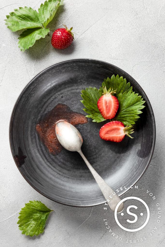 Rezept für selbst gemachtes Erdbeersorbet.